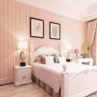 חדר שינה עם טפט ורוד
